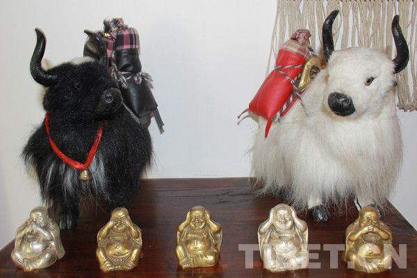 藏族创世纪神话《万物起源》中说